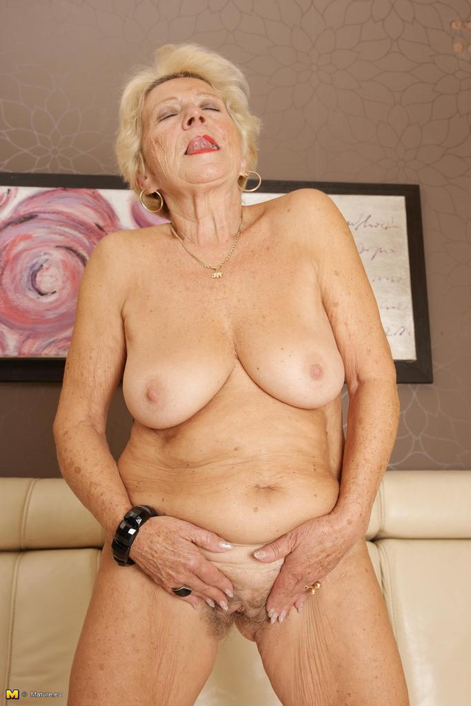 Mature woman is still a pervert 1f70 8