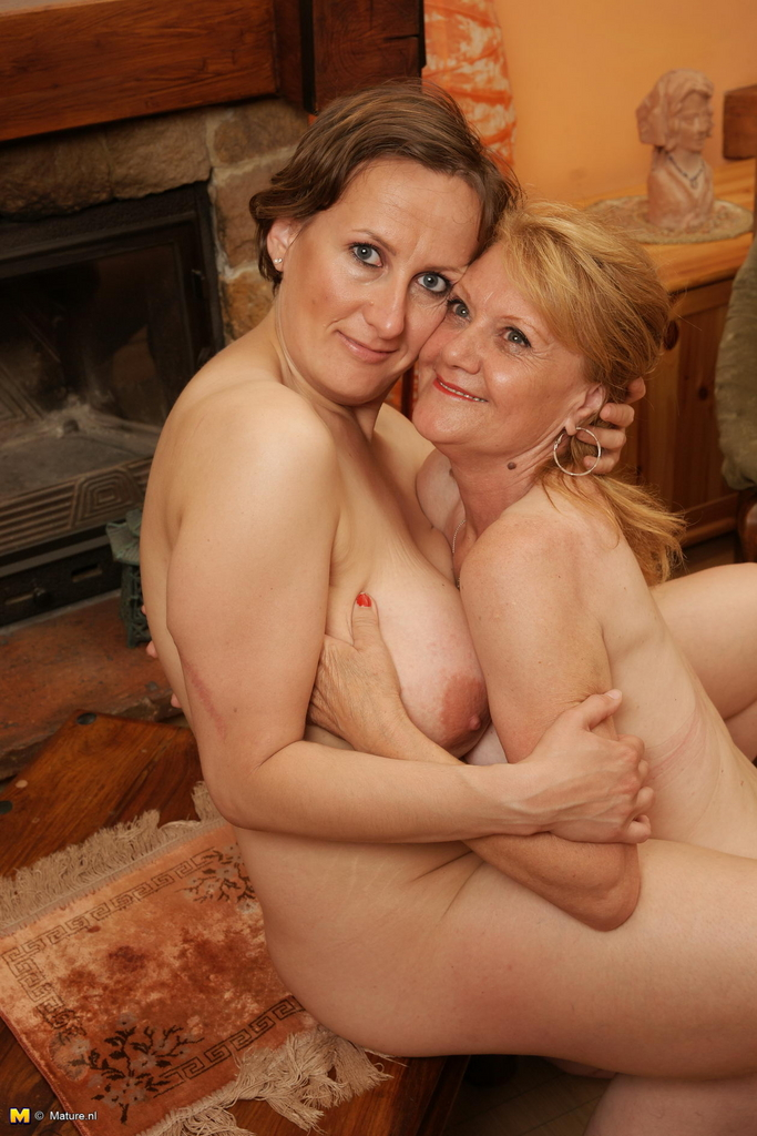 Old nude lesbians