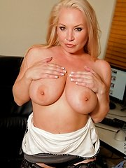 Anilos Rachel Love gives an amazing ten star BJ