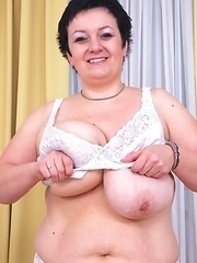 Big breasted mature slut showing off her best assets
